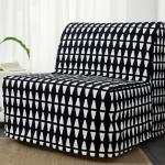 fauteuil-lit dans une housse