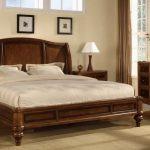 lit en bois pour la chambre
