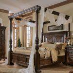 lit à baldaquin en bois