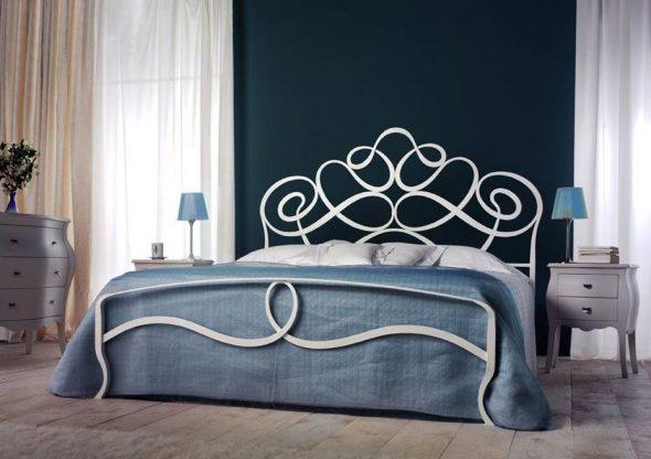 lit fabriqué à l'aide d'art forgeage
