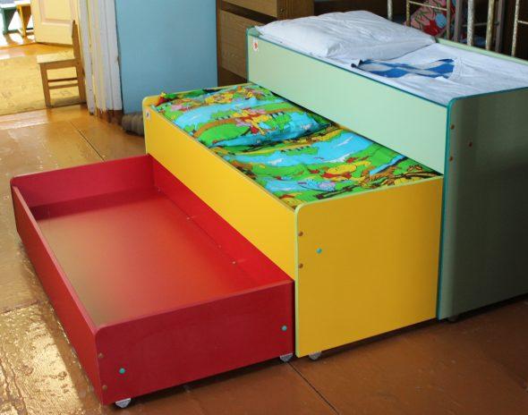 meubles pour jardins d'enfants