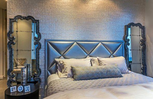 chambre à coucher avec miroirs