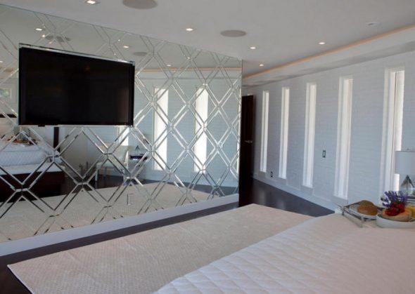 chambre à coucher avec miroir