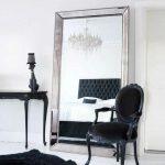 miroir dans la chambre dans le cadre