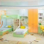 Conception de la chambre des enfants pour deux enfants avec un espace de travail