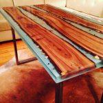 Epoxy en hout voor het maken van tafels