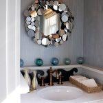 Idée créative - le cadre est bordé de petits miroirs ronds
