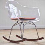 chaise berçante transparente