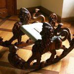 fauteuil à bascule sculpté