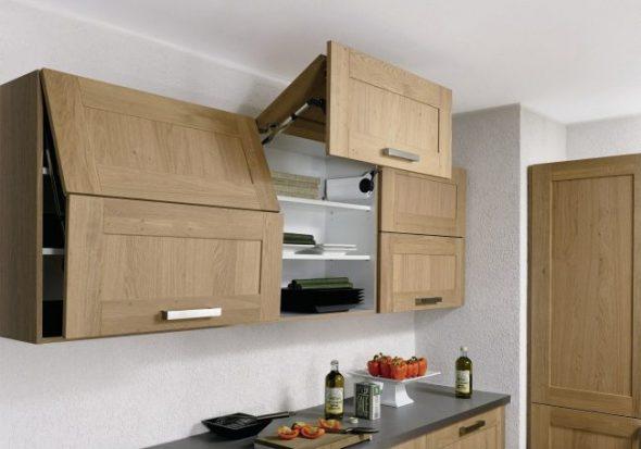 Keukenkasten met hefmechanisme en dichterbij
