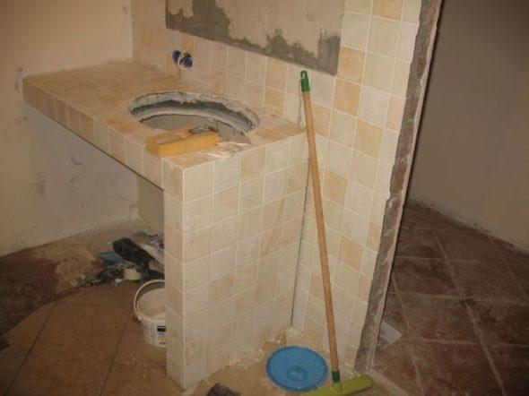 Le moyen le plus simple de fabriquer un meuble sous l'évier des cloisons sèches