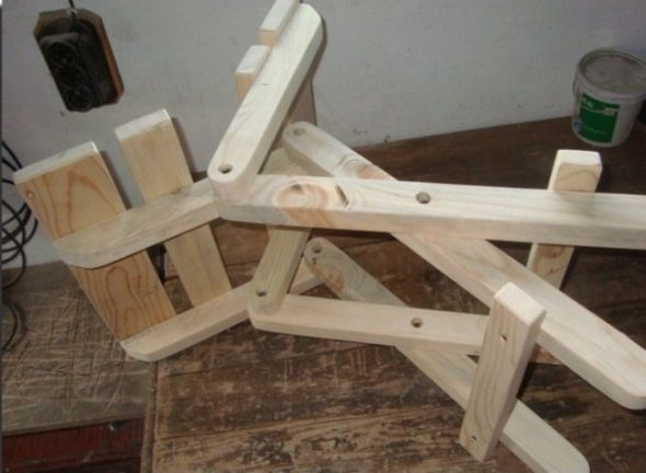 Chaises en bois faites maison photo