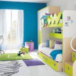 Concevez une chambre d'enfants pour deux enfants avec une légère différence d'âge