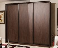 Armoire trois portes marron