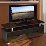Table de chevet sous le téléviseur bricolage en bois