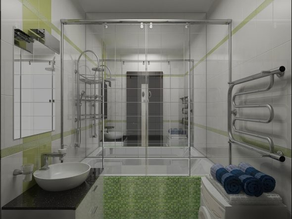 grand miroir sur le mur de la salle de bain