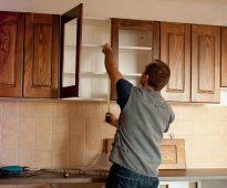 armoires de fixation dans la cuisine