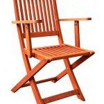utilisation de chaises pliantes en bois