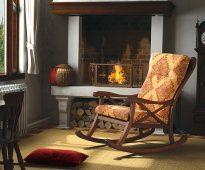 fauteuil à bascule en chêne au coin du feu