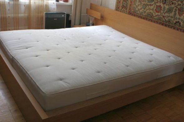 matras voor een tweepersoonsbed foto