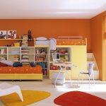 les meubles créent un espace dynamique et vibrant