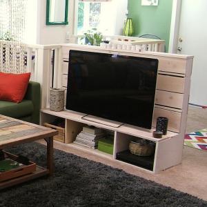 Table télé avec leurs propres mains