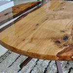 Une autre table en bois lumineuse peut être faite ronde.