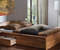 Lit double avec tiroirs - confort et praticité