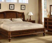 Lit pour chambre à coucher de bois massif photo