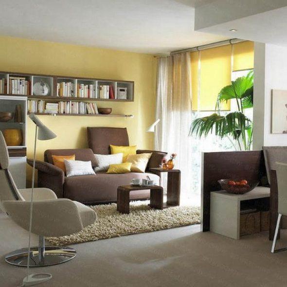 Sohvan yläpuolella voit ripustaa hyllyjä lisätietojen tallentamiseen.