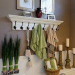 Étagère de salle de bains avec crochets