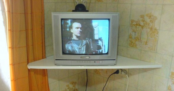 Kotitekoinen TV-hylly