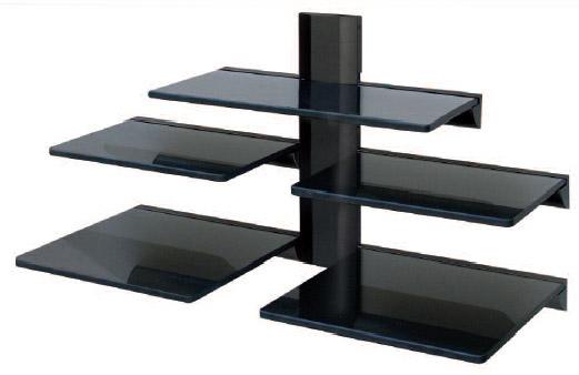 L'étagère en verre sous le téléviseur est conçue pour être placée au mur.