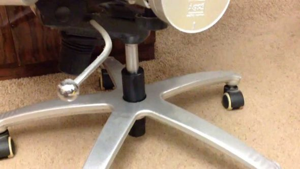 Remplacement de l'élévateur à gaz dans un fauteuil d'ordinateur par un module simplifié