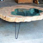 Tables de café en bois brillant de forme inhabituelle