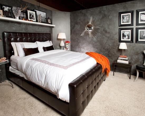 hylly sängyn yläpuolella