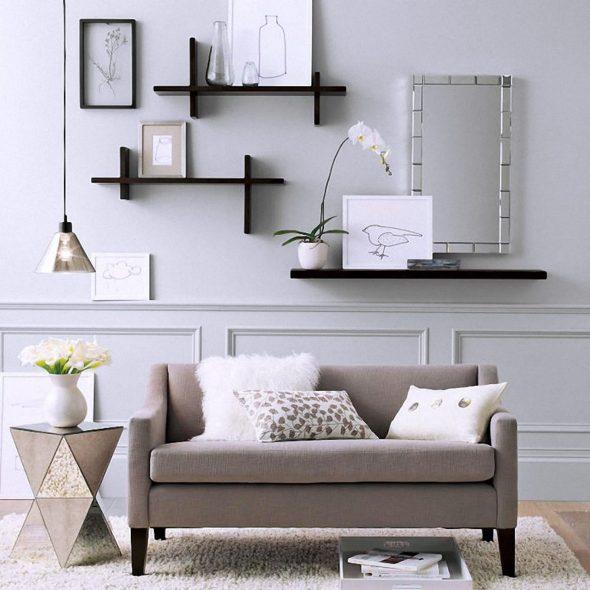 avaa hyllyt olohuoneen sohvan yläpuolelle