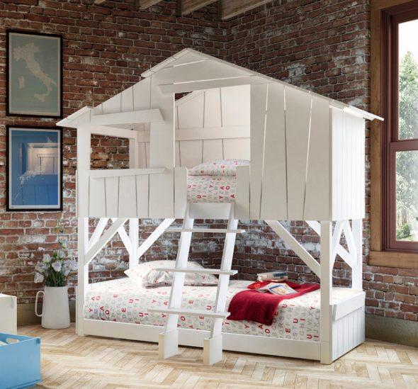 Lits superposés avec deux lits en forme de maison