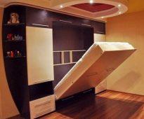 Armoire de lit avec mécanisme de levage