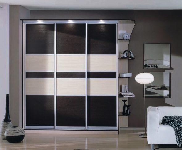 Armoire noire et blanche avec éclairage supérieur