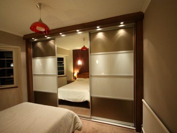 Éclairage supplémentaire du meuble pour tout le mur