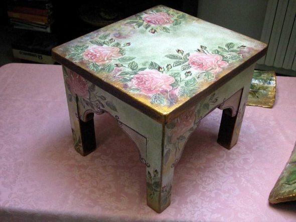 L'idée de décorer des meubles avec des moyens improvisés