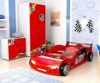 Belle et lumineuse voiture - le rêve de votre fils
