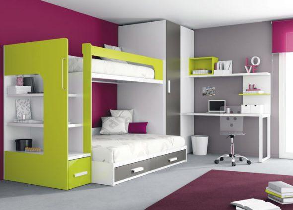 Petite chambre d'enfants avec une armoire intégrée et des tiroirs dans le lit
