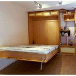 Mobilier de petite chambre avec un lit intégré