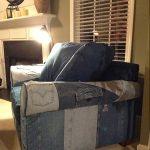 Fauteuil rembourré en vieux jeans