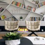 Epätavalliset hyllyt koristeluun ja kirjoja takan yläpuolelle