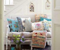 Divers coussins de canapé pour un petit canapé