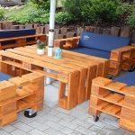Les meubles de jardin de palettes avec des chaises molles faites-le vous-même