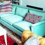 Vieux canapé après le rembourrage